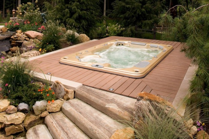 Le jacuzzi encastrable for Piscine encastrable bois